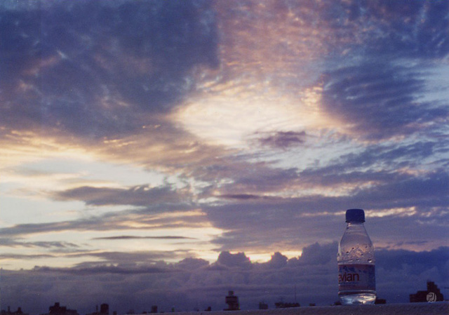 夕日とエビアン